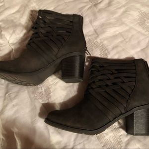Shoes - Like new brown booties